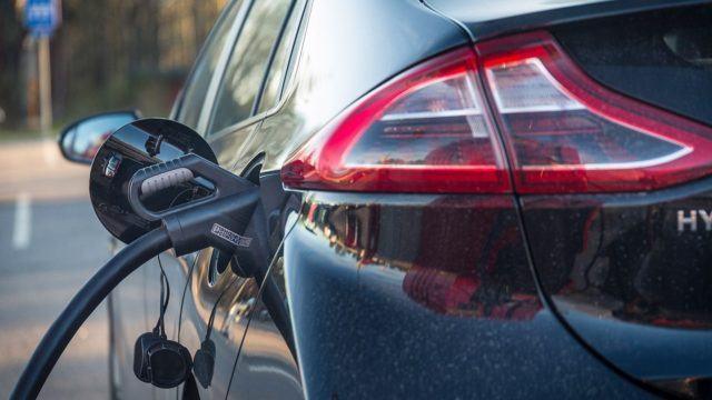 ARA myöntää taloyhtiöille avustusta sähköautojen latauspisteitä varten