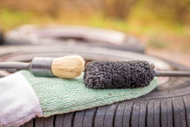 Pesuvälineet raudanpoistoaineen levitykseen