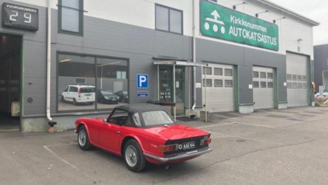 Triumph TR6 takaviisto - Tori.fi