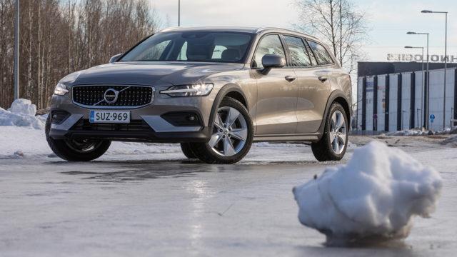 Koeajo: tutulla tavalla korotettu – Volvo V60 Cross Country
