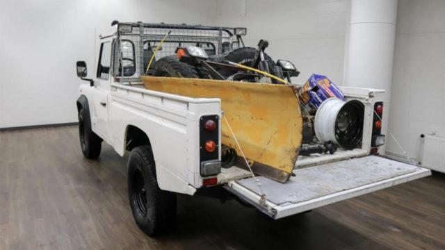 Land Rover Defender takaa - Tori.fi