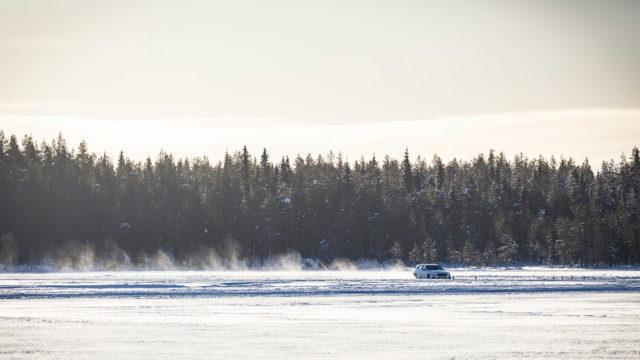 Mercedes-Benz jääradalla /
