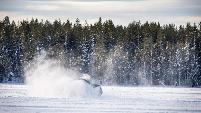Mercedes-Benz jääradalla