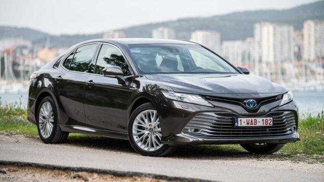 Koeajo: Ihanan tylsyyden paluu – Toyota Camry