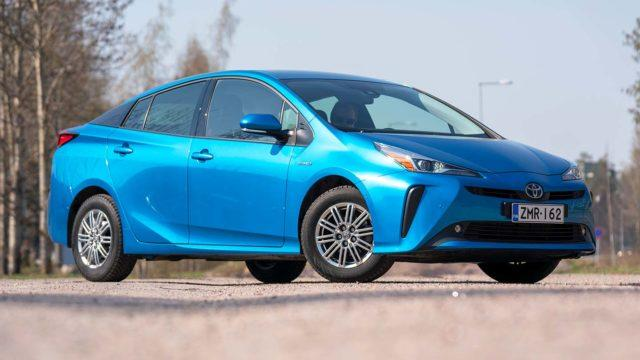 Koeajo: vetoapua sähköavulla – Toyota Prius AWD-i