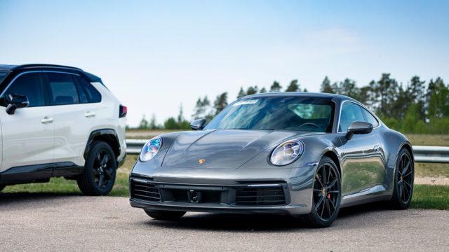 ensivaikutelmia autoista / Porsche 911 Carrera 4S