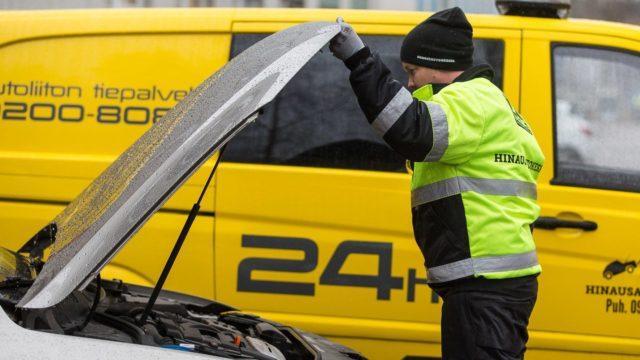 Autoliitto varoittaa keskikesän akkuongelmista