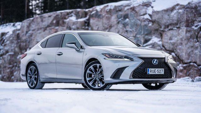 Koeajo: premiumin portailla – Lexus ES 300h