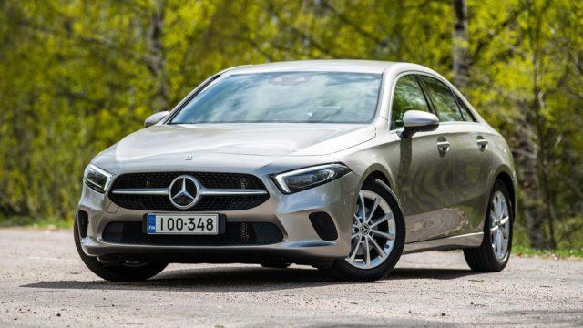 Koeajo: Ensimmäiseen työhaastatteluun – Mercedes-Benz A 200 A Sedan Launch Edition Style