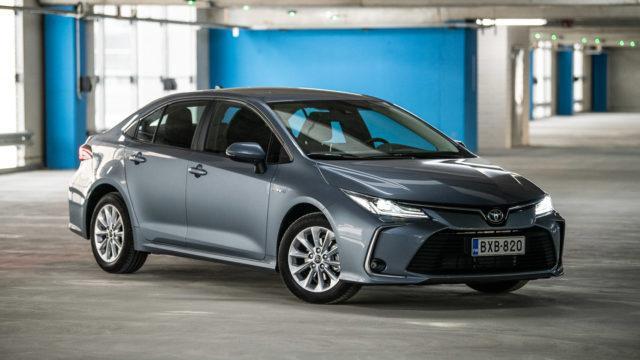 Koeajo: perinteisen porrasperän paluu – Toyota Corolla Sedan