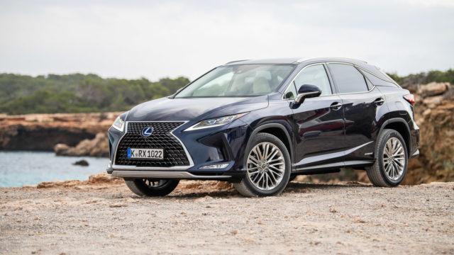 Koeajo: Lexus RX 450h Luxury – malliston kulmakivi kulmien kohotuksessa