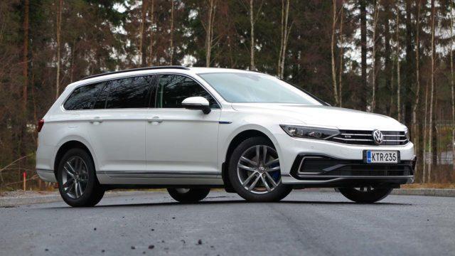 Koeajo: Työmatkat töpselistä – Volkswagen Passat Variant GTE