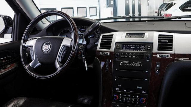 Tori.fi - Cadillac Escalade ohjaamo
