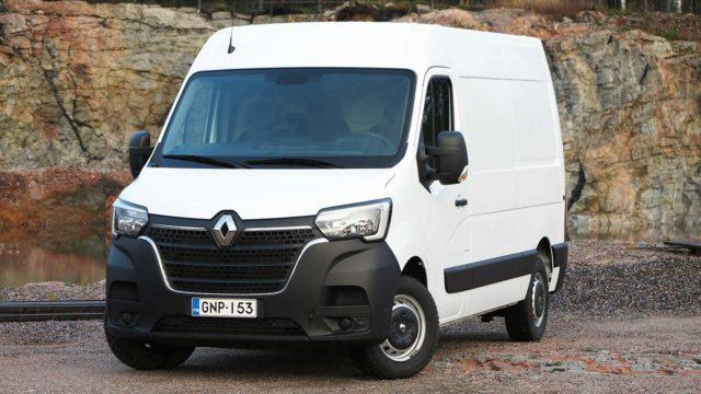 Koeajo: Uudella ohjaamolla – Renault Master