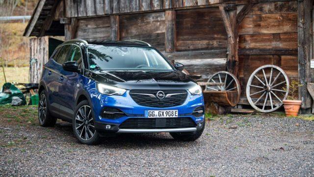 Koeajo: Pirteä lataushybridi – Opel Grandland X PHEV AWD