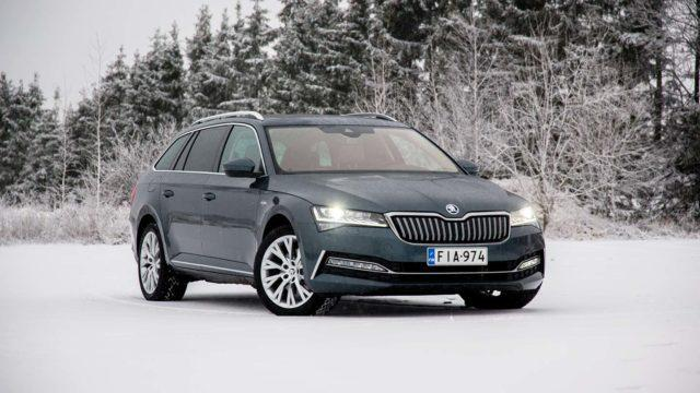 Koeajo: Helppoa hybridiajoa – Škoda Superb iV