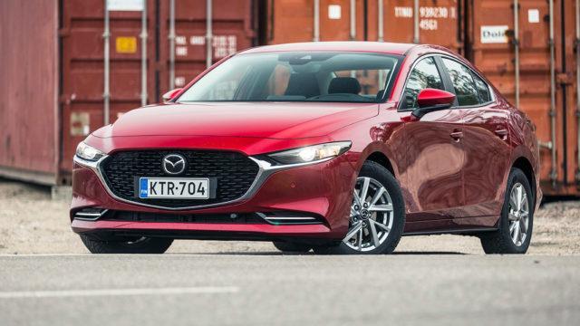 Koeajo: Mazda 3 Sedan – manuaalivaihteisto pelastaa Skyactiv-X -uutuusmoottorin