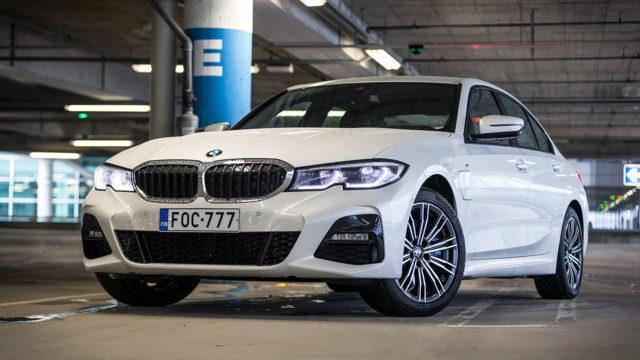 Koeajo: BMW 330e – perusvarma toinen sukupolvi panostaa akkuun
