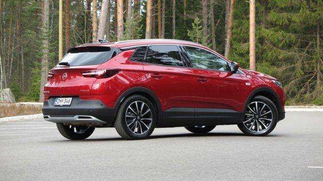 Koeajo: Sähköllä lisäpotkua – Opel Grandland X Hybrid4