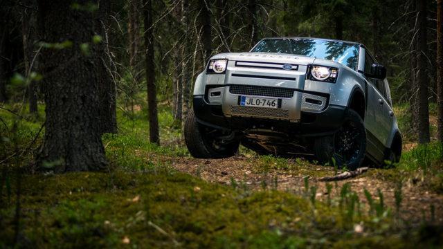 Koeajo: Land Rover Defender 110 – legendan perillinen