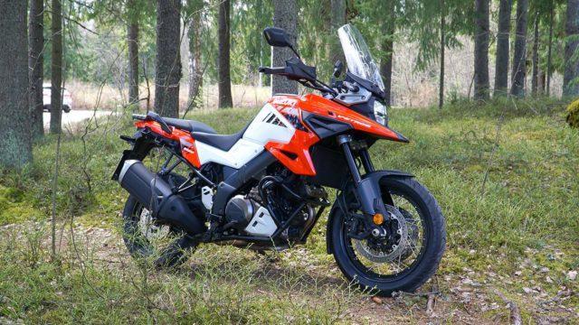 Koeajo: Suzuki DL 1000 XT V-Strom sopii sorateille ja matkailuun