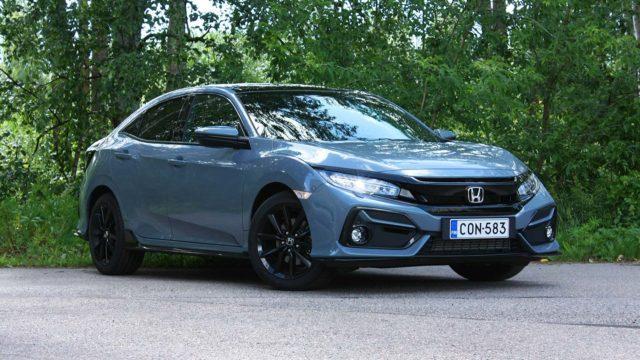 Koeajo: uudistettu Honda Civic HB tarjoaa ripsivärin lisäksi reisitukea