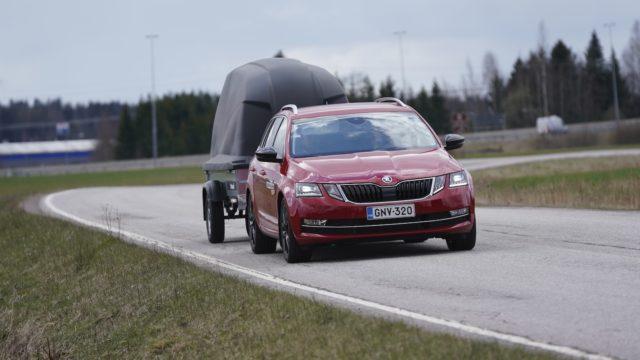 peräkärryt 100 km/h perävaunu liikenneturvallisuus