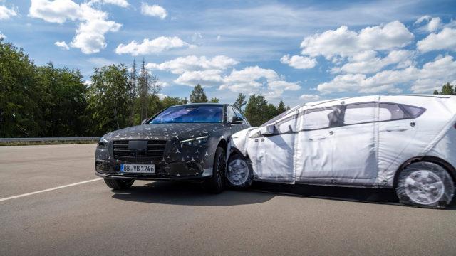 Tuleva Mercedes-Benz S-sarja 2021 kolari