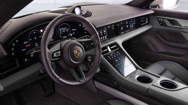 Porsche Taycan takaveto