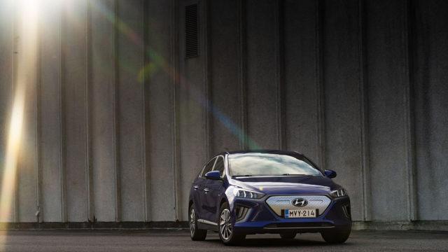 Hyundai Ioniq Electric täyssähköautoja poliisille