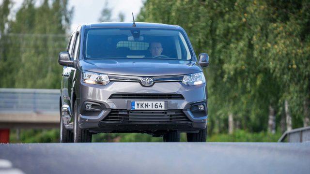 Koeajo: Toyota Proace City on ketterä paku, josta löytyy henkilöauton piirteitä