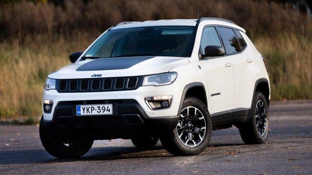 Koeajo: Jeep Compass PHEV 4xe on valmistajansa ensimmäinen lataushybridi – ja myös tuntuu siltä