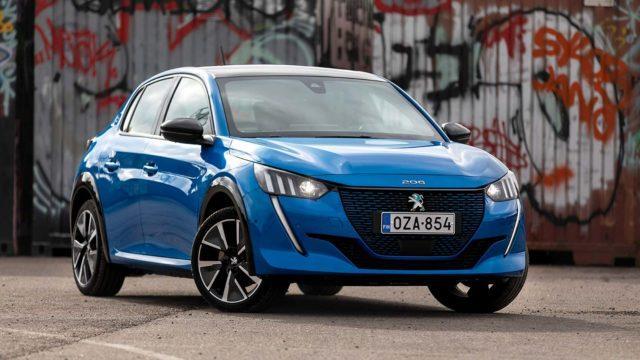Koeajo: Peugeot e-208 jakaa mallisisartensa kanssa niin hyvät kuin huonommatkin piirteet