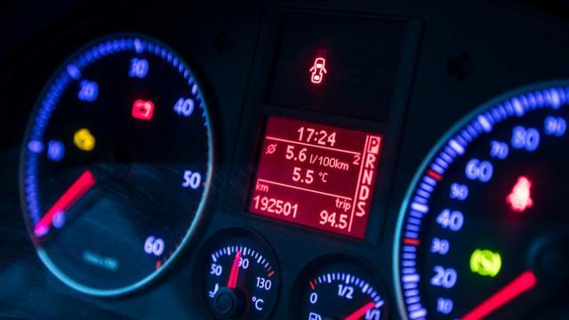 Hybridihaaste käyttötesti käytetyllä Toyota Corolla Volkswagen Golf