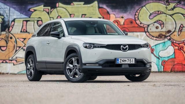 Koeajo: Mazda MX-30 on pirteä ja erilainen sähköauto, mutta hymy hyytyy nopeasti