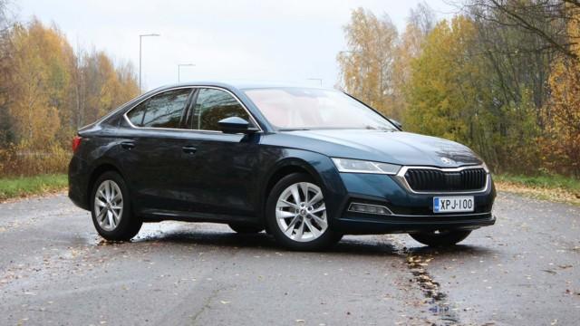 Koeajo: Škoda Octavia Liftback näyttää sedanilta, mutta on sisältä melkein farmari