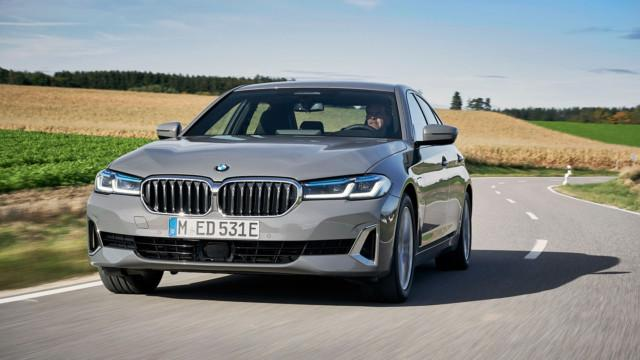 The new BMW 520e Sedan, Bernina grey amber effect (01/2021).