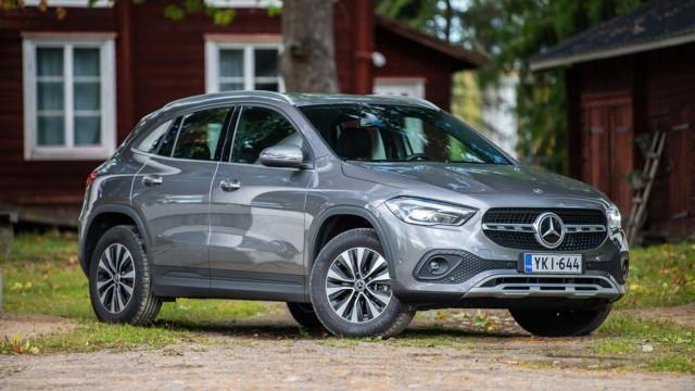Koeajo: Mercedes-Benz GLA on korotetumpi ja kompaktimpi, mutta silti edeltäjäänsä tilavampi