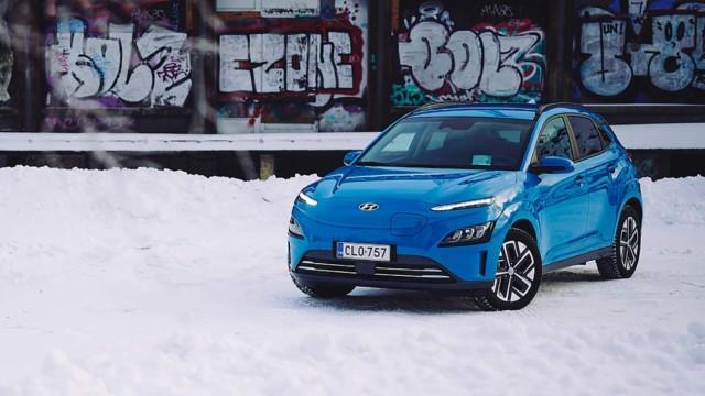Koeajo: Hyundai Kona Electric siirtyi etäilemään, ja lataakin nopeammin