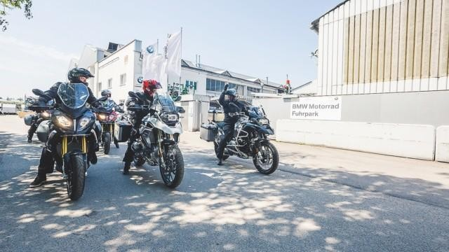 pakettimatka motoristin paratiisiin alpit moottoripyörällä