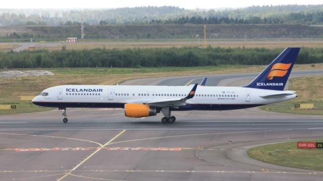 Icelandair Helsinki Boeing 737 757