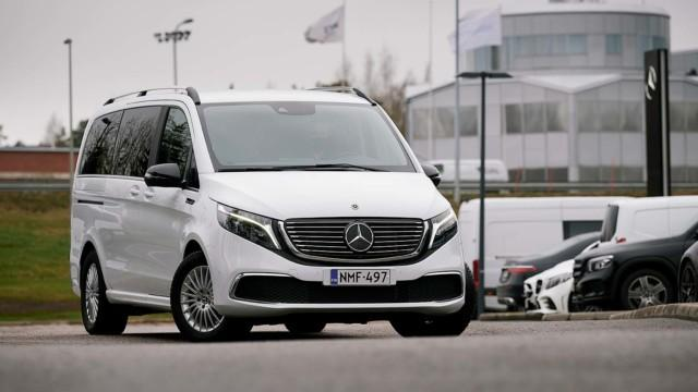 Koeajo: Mercedes-Benz EQV kuljettaa täyssähköisesti jopa 8 matkustajaa