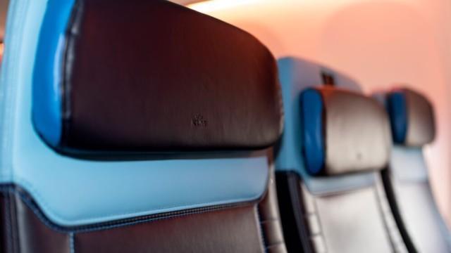 KLM Boeing 737 sisusta matkustamo