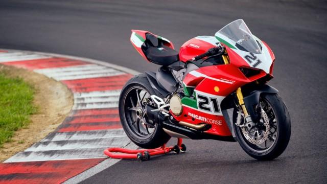 Ducati Panigale V2 Bayliss 1st Championship 20th Anniversary erikoismalli