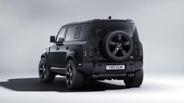 Land Rover Defenderin Bond-malli
