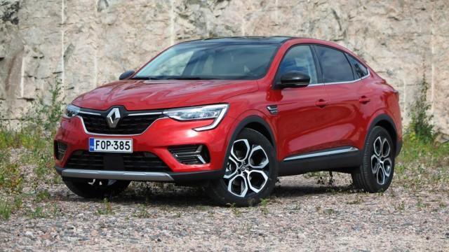 Koeajo: Renault Arkana Hybrid on pikkuautoon perustuva coupémaasturi, muttei silti pieni