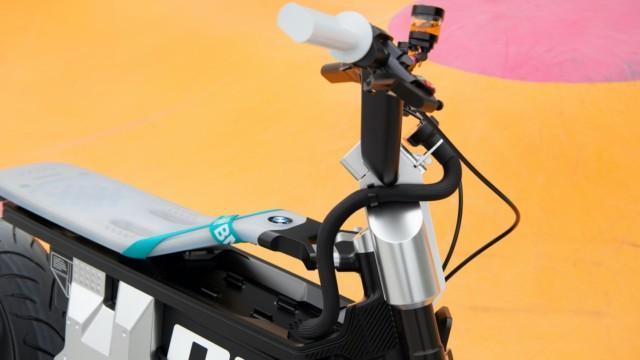 BMW CE 02 sähkökonsepti sähkömoottoripyörä sähköskootteri A1